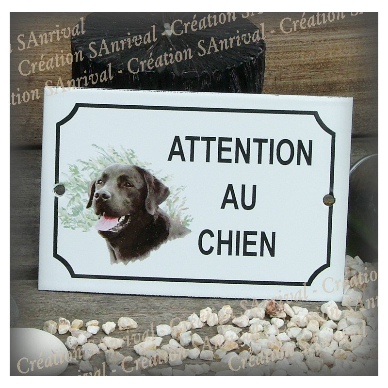 plaque maill e attention au chien d cor labrador noir. Black Bedroom Furniture Sets. Home Design Ideas