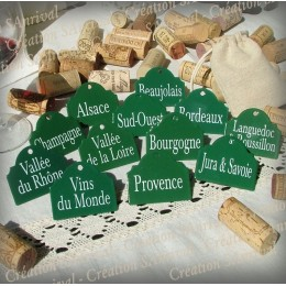 12 labels in green enamel for your wine cellar in its linen bag