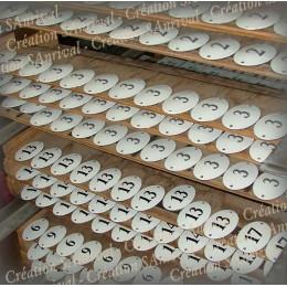 Numéros ovales émaillés et sérigraphiés en attente de cuisson
