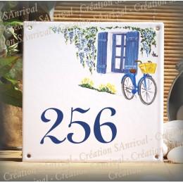Numéro de rue émaillé décor fenêtre bleue 15x15cm