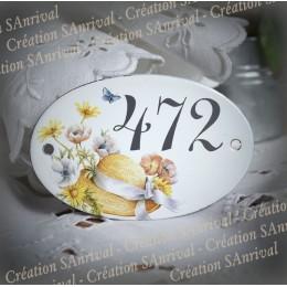 Numéro gris sur plaque ovale émaillé décor Chapeau