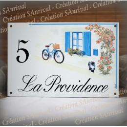 Plaque maison émaillée décor Volets bleus et rosier