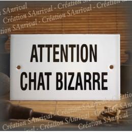 """Plaque émaillée blanche """"Attention Chats Bizarre"""""""
